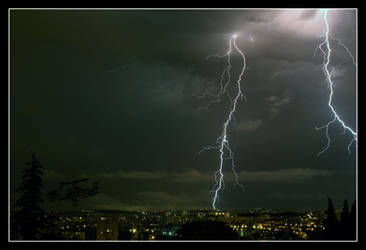 Storm on Paris photo - Flash on city Orage