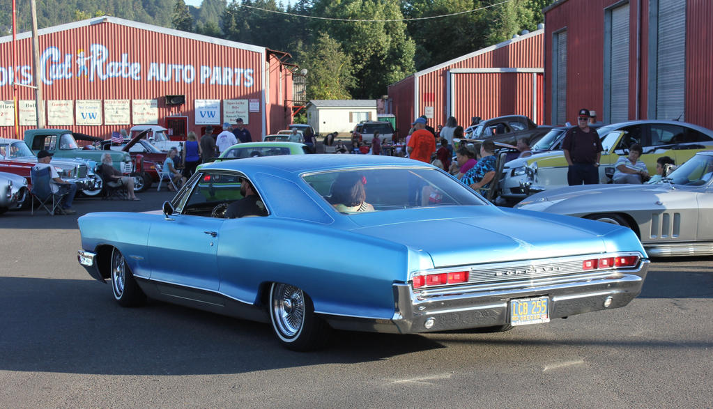 Pontiac on cruise night by finhead4ever