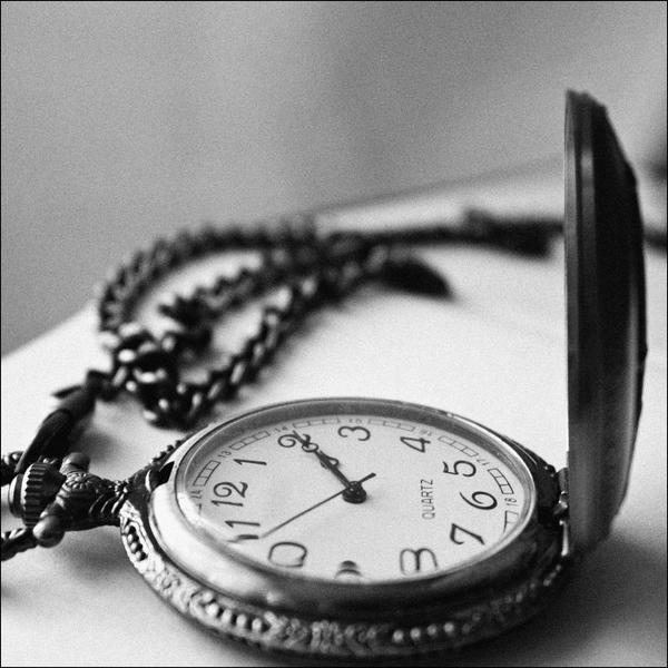 Satovi ,casovnici,vreme... Once_upon_a_time_by_appleplusskeleton-d31bvne