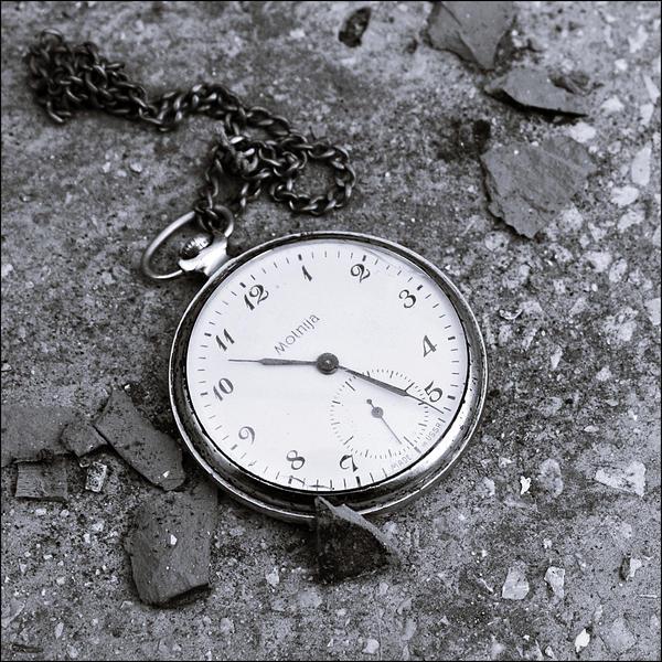 Satovi ,casovnici,vreme... Se_paro_el_reloj_by_appleplusskeleton-d3ckbd0