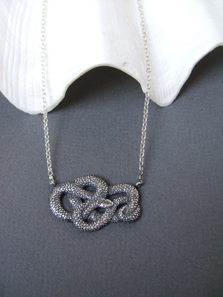 Silver Snake by GeshaR