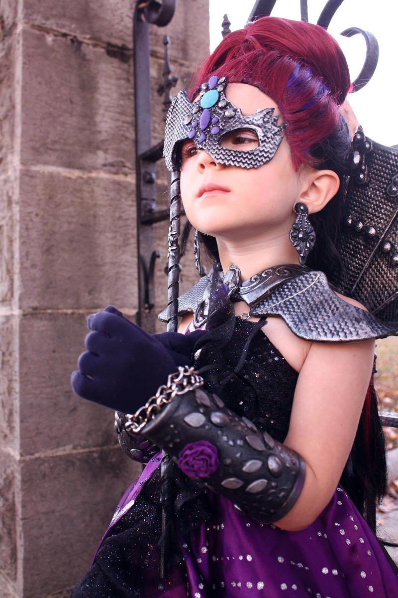 صور حقيقية لever after high Ever_after_high_raven_queen_thronecoming_cosplay_by_cimmerianwillow-d87kjdt