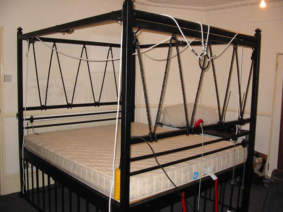Suspension Bed By Playpenz