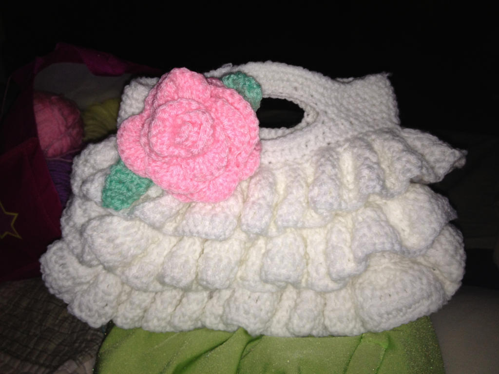 Crochet Ruffle Purse by SamDWeeden on deviantART