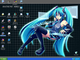 Hatsune Miku does my Desktop? by Yi-Phan