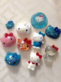 Hello kitty resin pieces