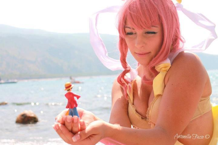 ' I'll protect you,Shirahoshi ' ,One Piece cosplay by Mellorineeee