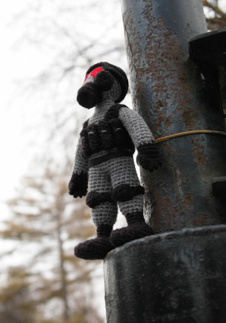 Amigurumi of agent HUNK from Resident Evil by tinyAlchemy