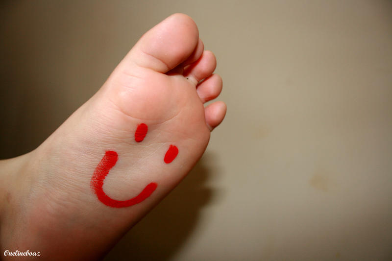 http://fc01.deviantart.net/fs37/i/2008/253/1/a/happy_foot_by_Onelineboaz.jpg