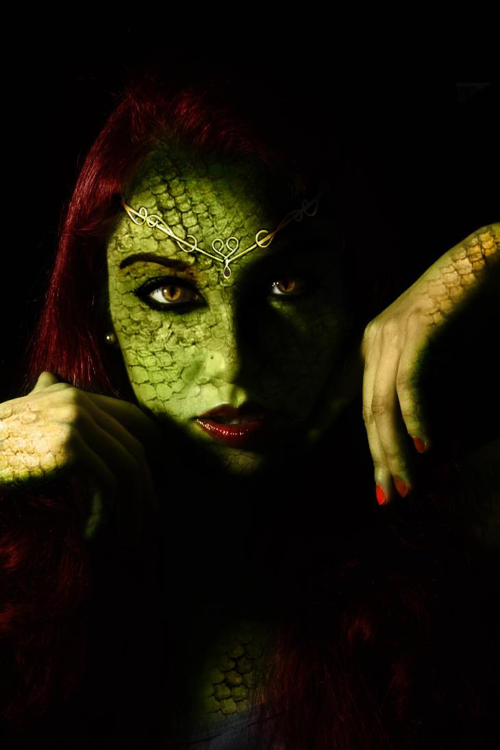 mujer serpiente by JoshDestroyer