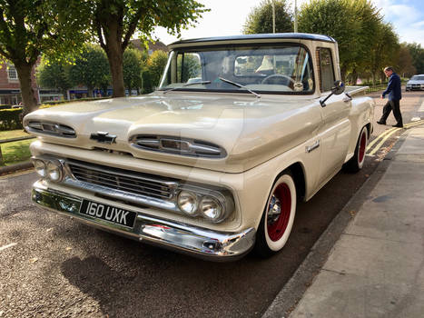 Chevrolet Apache front