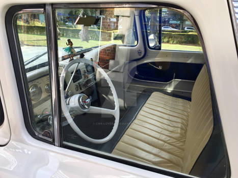 Chevrolet Apache interior