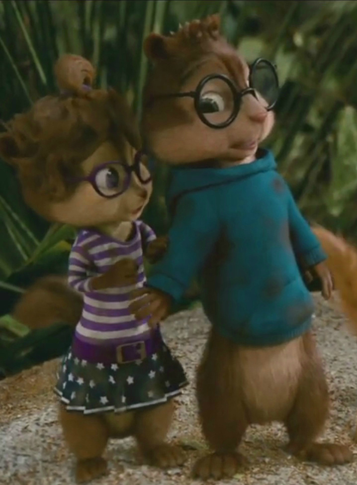 The chipettes jeanette and simon simon protecting jeanette by