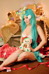 Holiday Miku by Ani-Mia