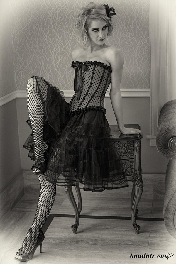 Saloon Girl by illiara