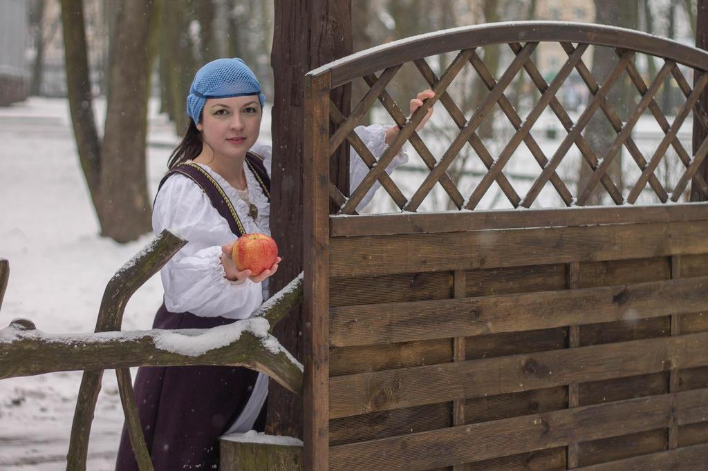 apple for Snow White by Antalika