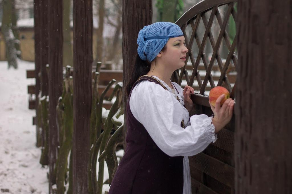 apple for Snow White 2 by Antalika