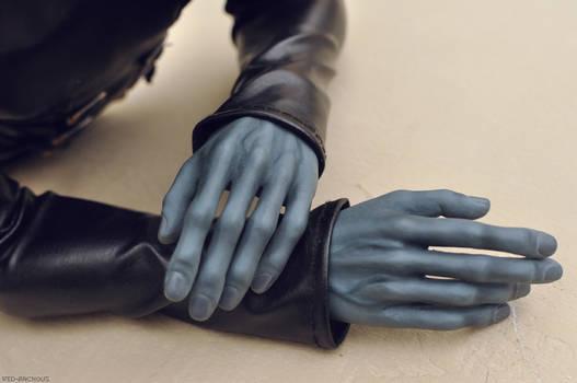 Dark's hands