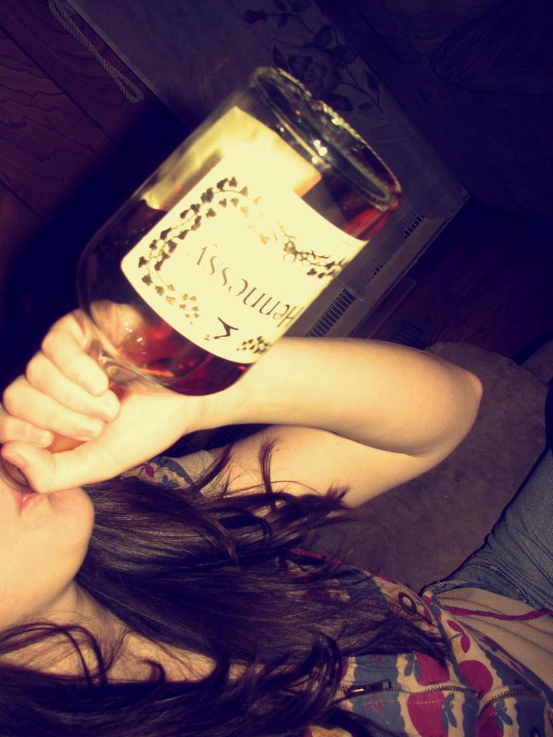 Девушки с бутылкой виски фото на аву