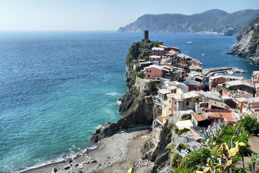 Cinque Terre by gkhn84