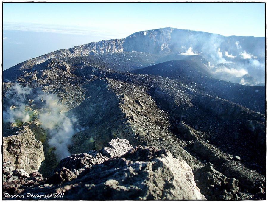 Kawah Gunung Slamet by rizkipradana