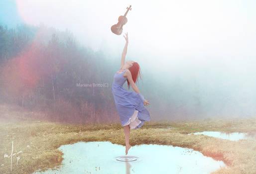 Sozinha e o violino.