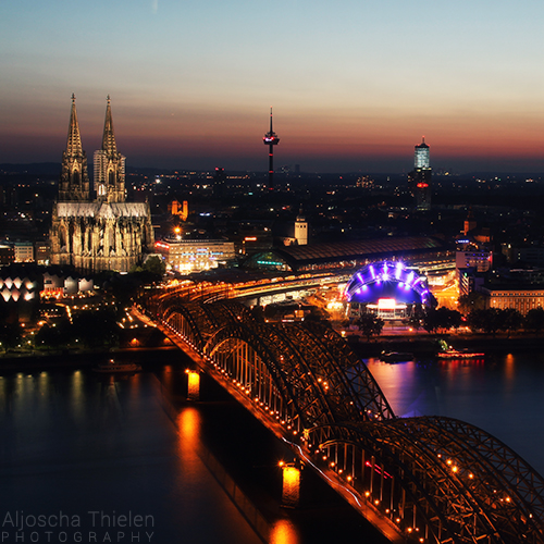 Cologne at night by AljoschaThielen