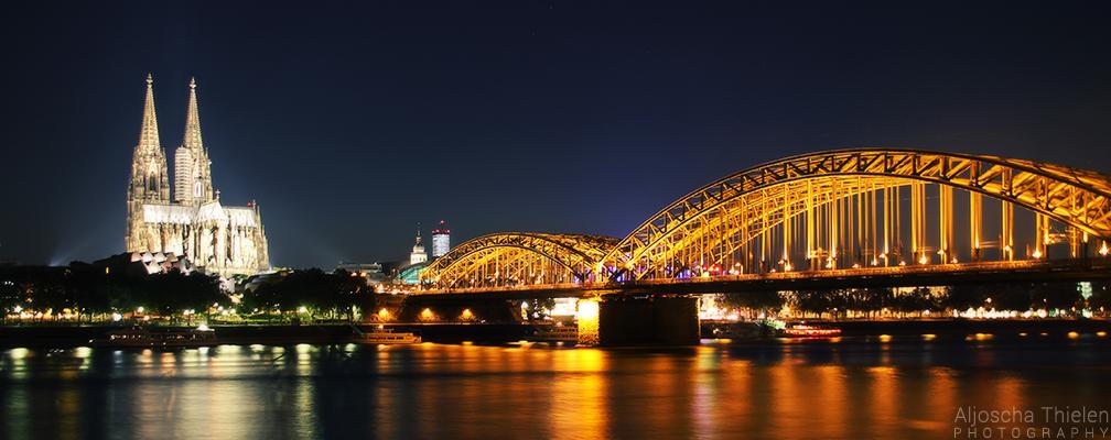 Cologne Skyline by AljoschaThielen