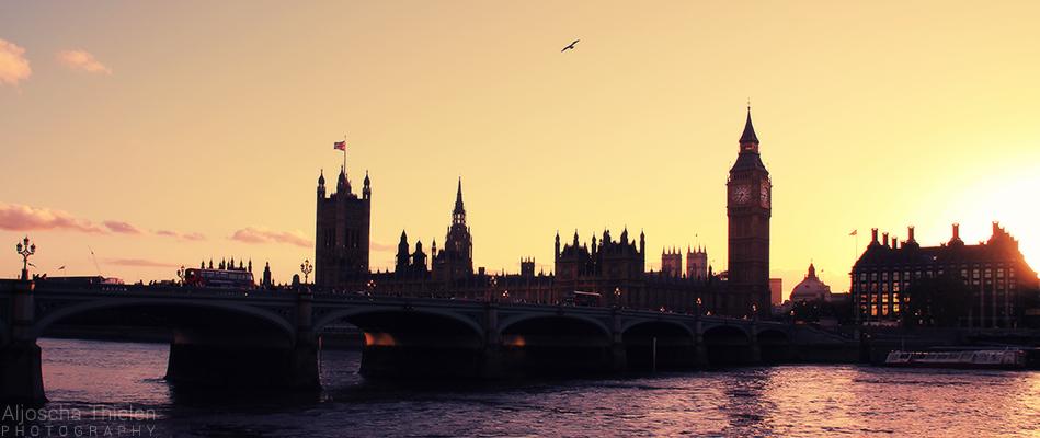 London Skyline by AljoschaThielen