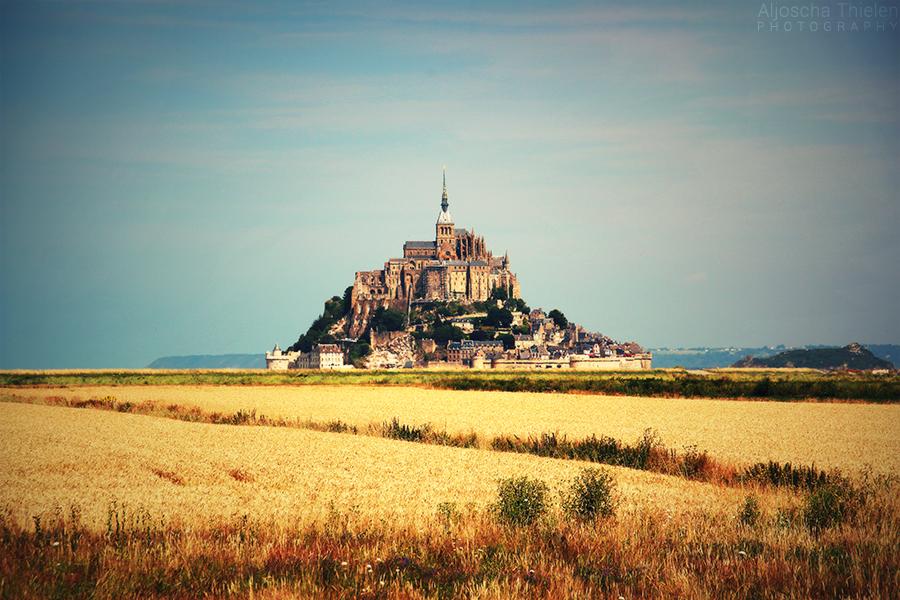 Mont Saint-Michel by AljoschaThielen