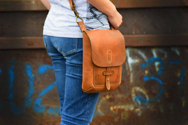 leather cross-body bag, messenger bag, aviator bag