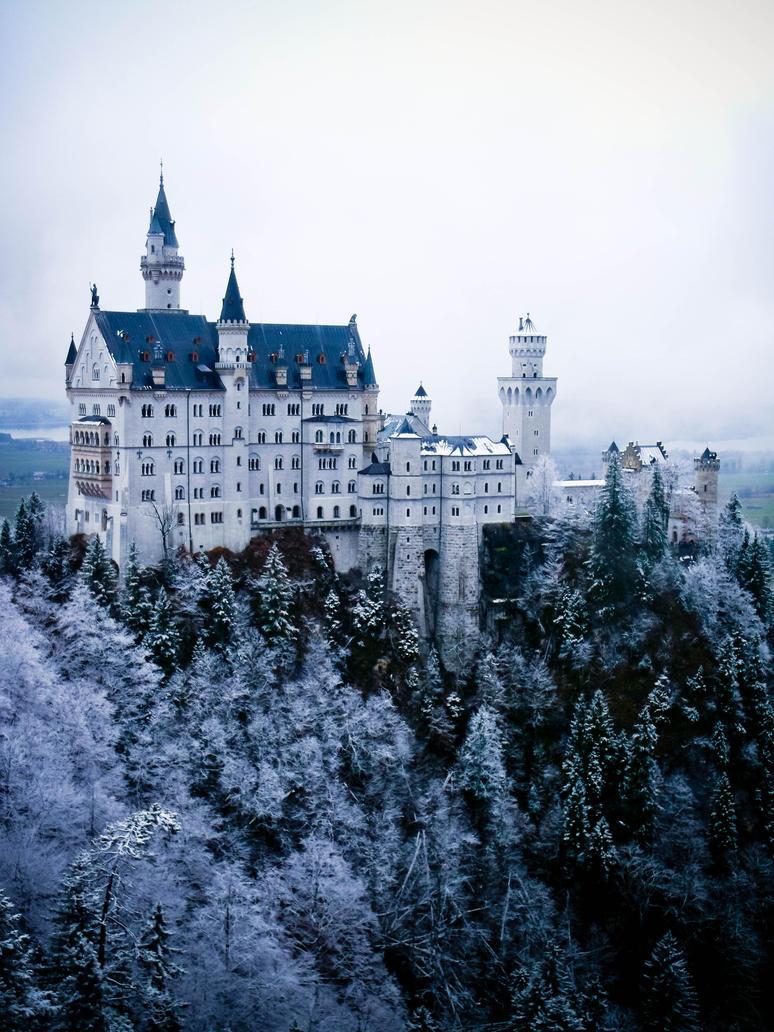 Schloss Neuschwanstein by Toastnascher