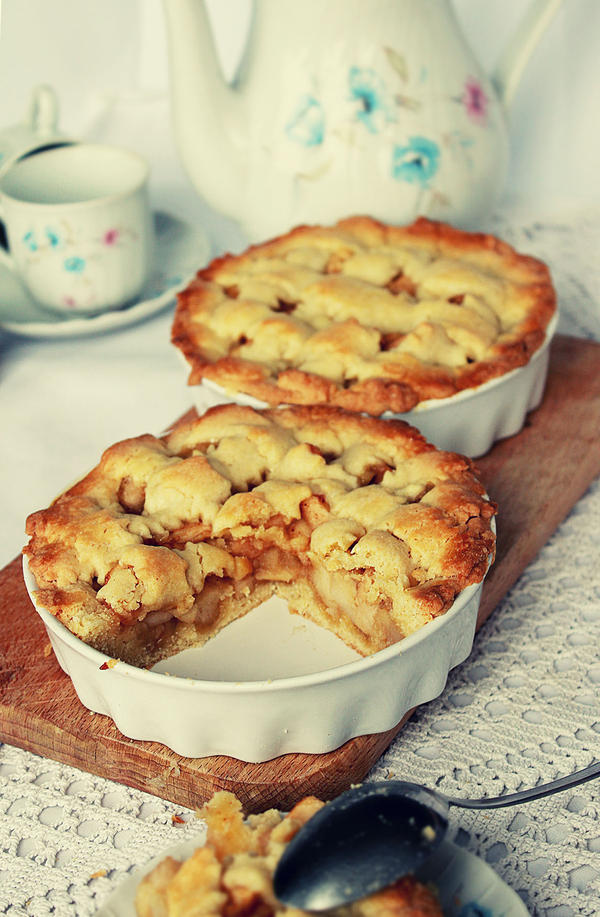 warm apple pie for a snowy afternoon by majush