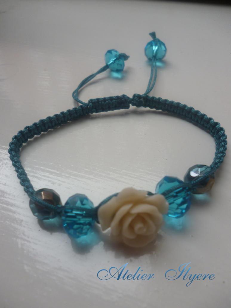 Flower charm macrame bracelet by Ilyere