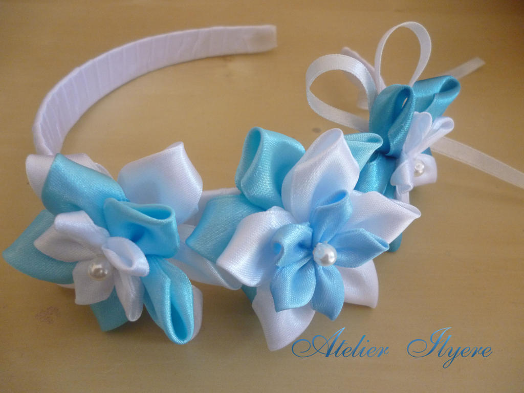 Satin flower hairband by Ilyere