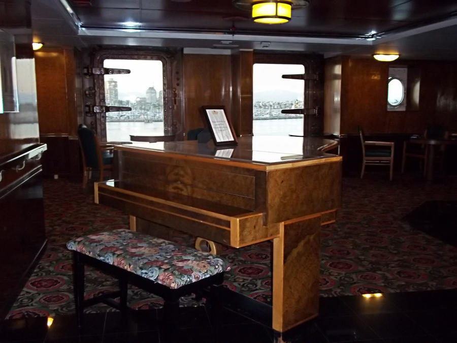 Piano on the RMS Queen Mary Long Beach. by awesome43