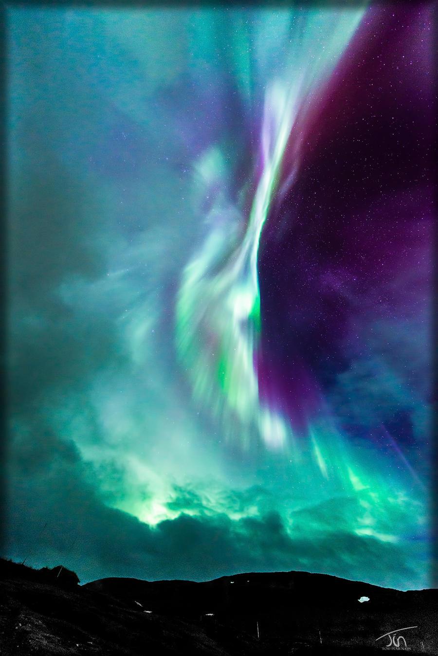 Clouds vs Auroras by torivarn