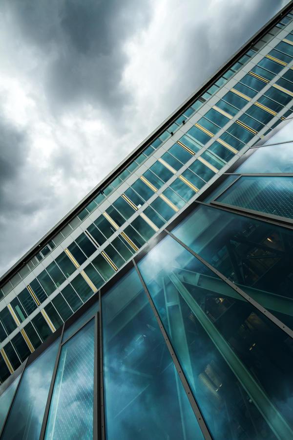 urban spaceship in blue by stachelpferdchen