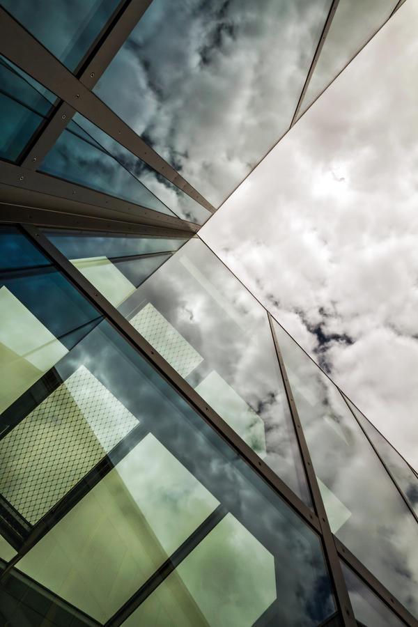 urban spaceship reflection by stachelpferdchen