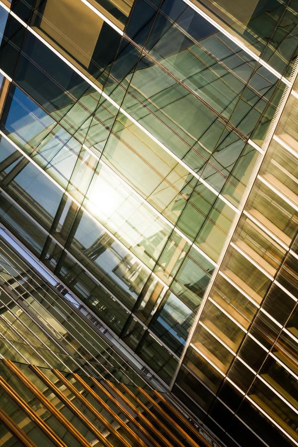 fragmented reflection V by stachelpferdchen