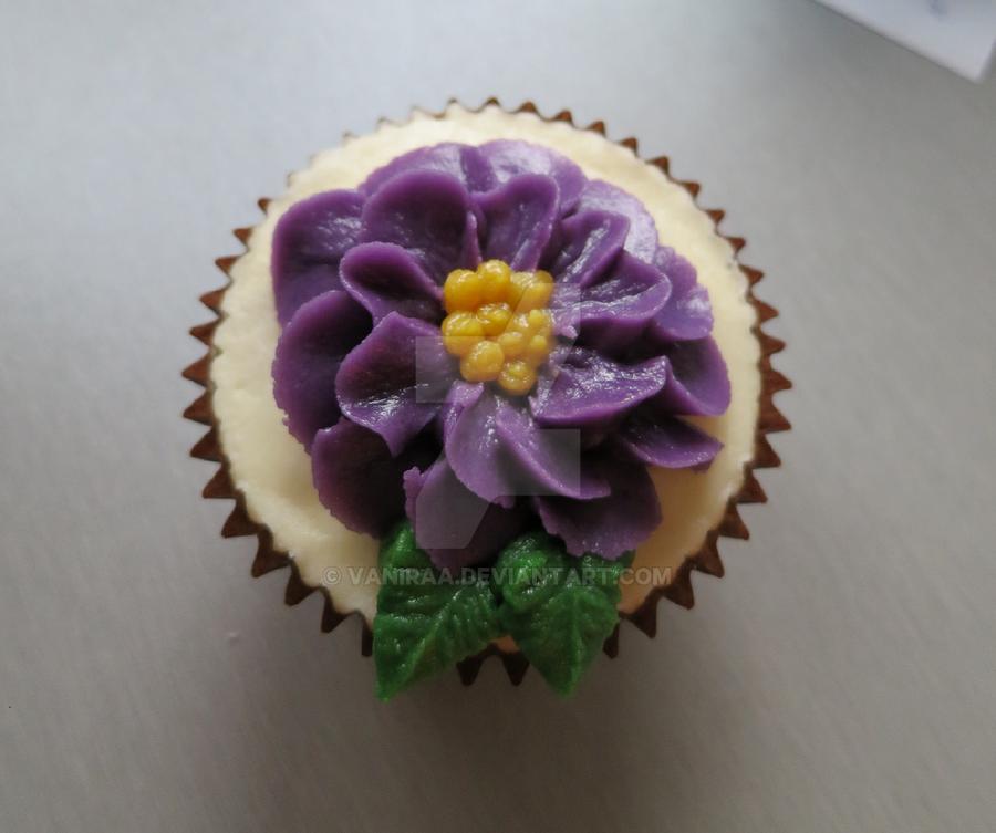 flower cupcake by Vaniraa