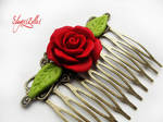 Gothic floral comb with red rose