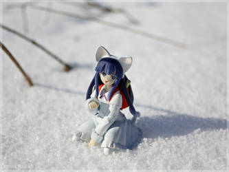 Hazuki plays in snow 1
