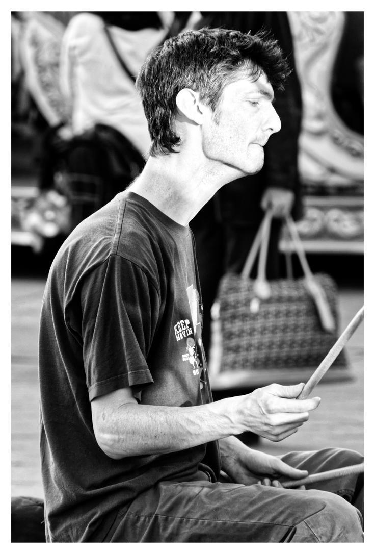 Street musician... by SuBWaReZ