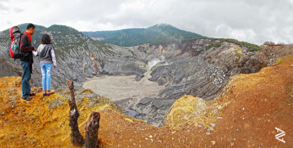 Tangkuban Perahu Crater by venario