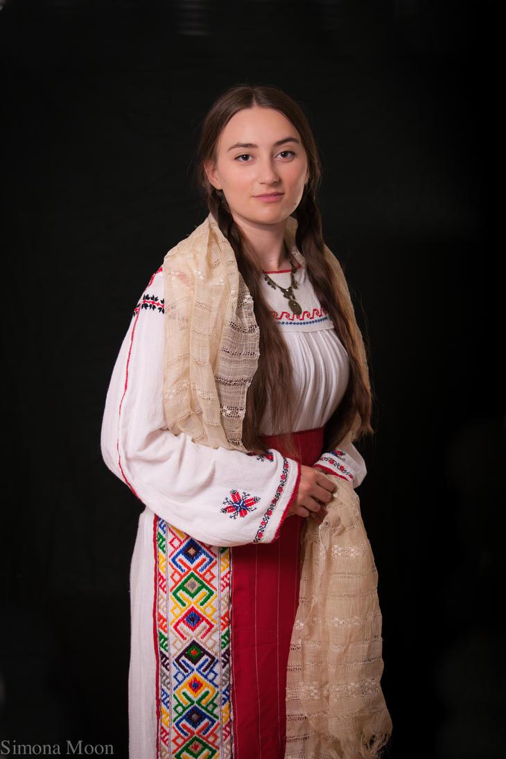 Traditional Romanian costume from Dobrogea by simonamoon