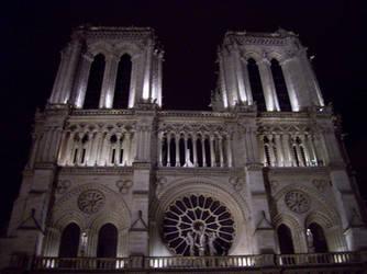 Notre Dame de Paris s nuit 2013 by Bonnzai