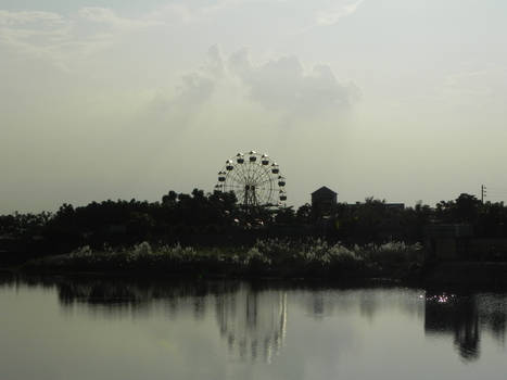Abandoned ferris wheel at noon