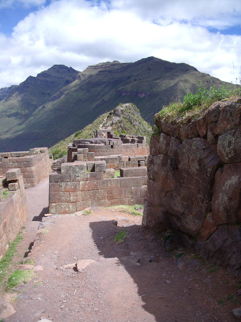 Ruins of Pisac by bbmbbf