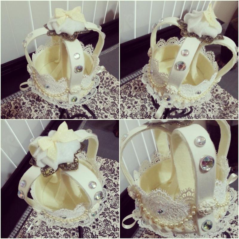 Cream Crown by NoFlutter